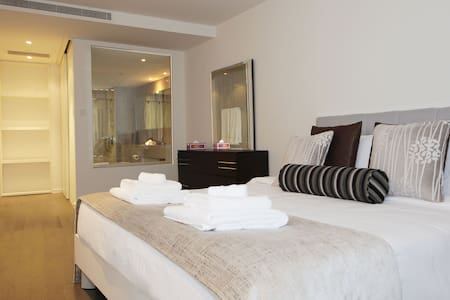 Signature Holiday Homes- Luxury 3 Bedroom Apartment, D1 Residences - Dubai - Appartement