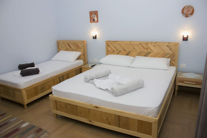 Dena Guesthouse & Art - Room 2 - Berat - Pension