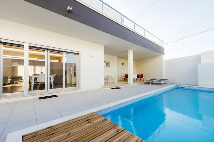 Relaxing and enjoying very luxury Villa Carolina