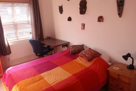 Double Room and Own Bathroom near Stansted Airport - Pis