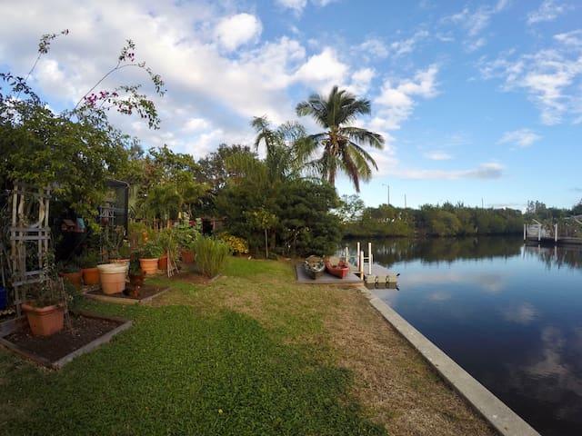 Nettie's Cozy Canal Getaway - Vero Beach - House