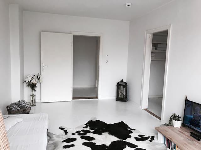 Spartanisch stylisch gemütlich - Hannover - Lägenhet