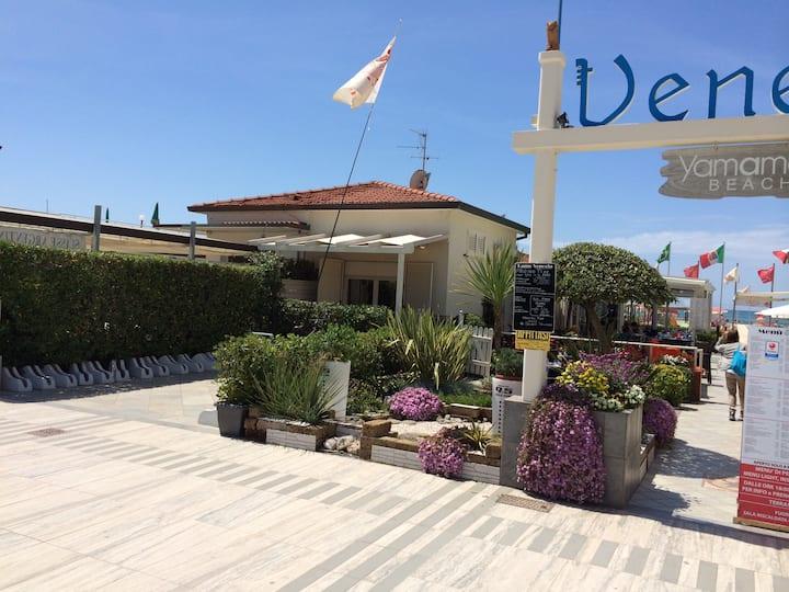 Casa direttamente sulla spiaggia Lido di Camaiore