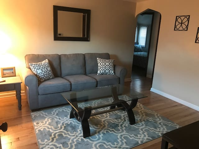Recently Renovated Apt Near PGH Airport