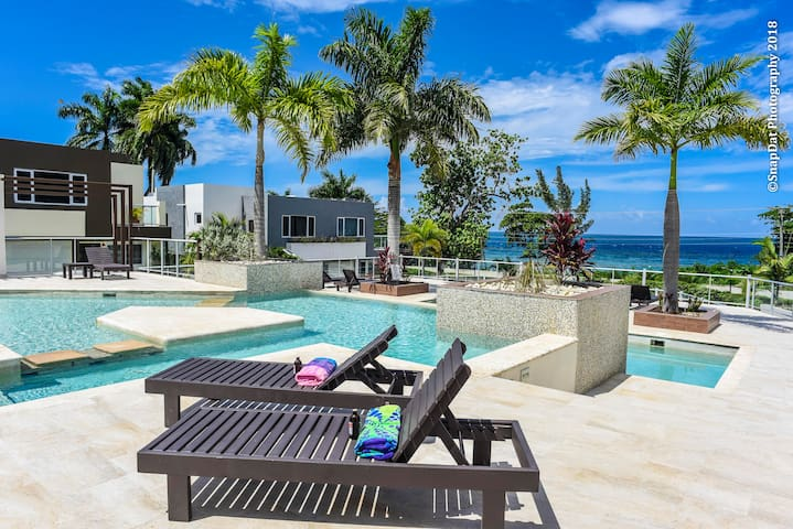 Ocean Breeze Miramar  3Bedroom Townhouse