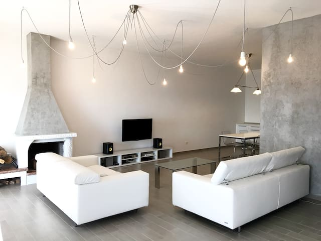 Luxury apartment in Caserta Vecchia ( near Naples) - Casola - Hus