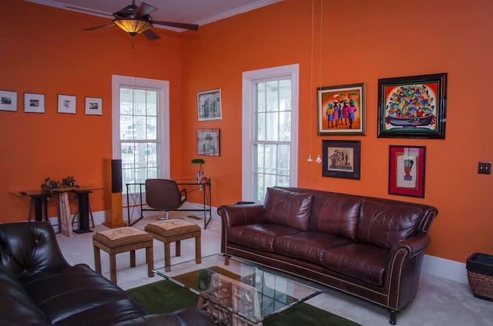 Cozy Downtown Farmhouse Retreat - Jay's Room