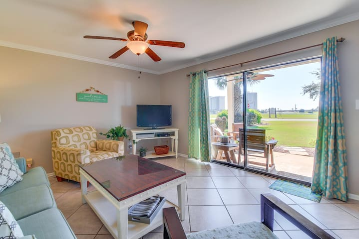 Gulf and lakeview condo with a shared pool, hot tub, tennis & more!