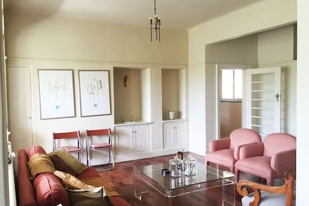 Spacious Art Deco Home with Modern Amenities - Johannesburg - Daire
