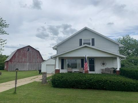 Encantador y actualizado Turn-Of-The-Century Farmhouse