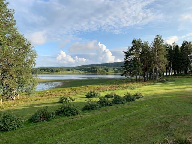 Naturskönt och vattennära boende vid Råneälven.