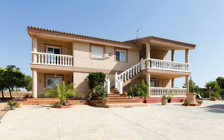 Beautiful holiday villa for rent in Valencia
