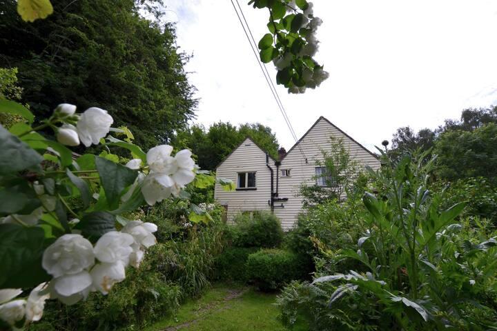 Simplistic Cottage in Battle with Garden near Bird-watching