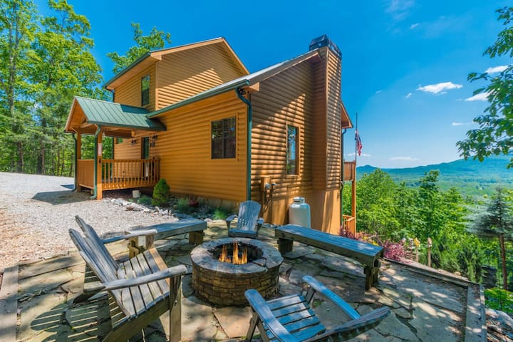 Almost Heaven | Deluxe Log Cabin | 3BR 3BA | Amazing View of Mt. Yonah | 6 Miles from Helen, Ga