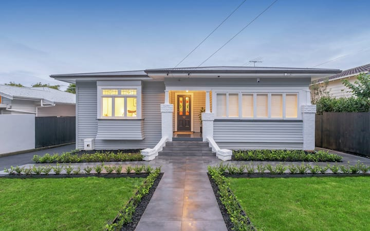 Gorgeous 3 bedroom bungalow near One Tree Hill