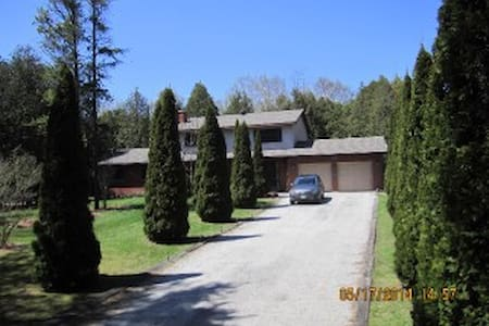 Country Estate Rooms Motorcycle Friendly - Wiarton - Haus