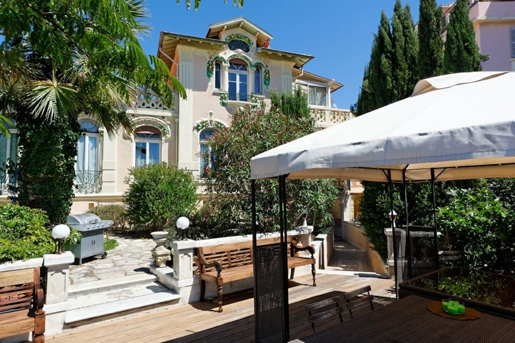 Terrasse et jardin sud accessible à la location Suite Pergola.