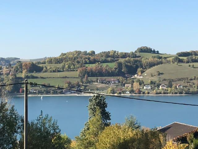 Maison avec piscine vue sur le lac de Paladru