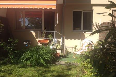 Lovely flat, garden & view in Zurich Höngerberg - Apartemen