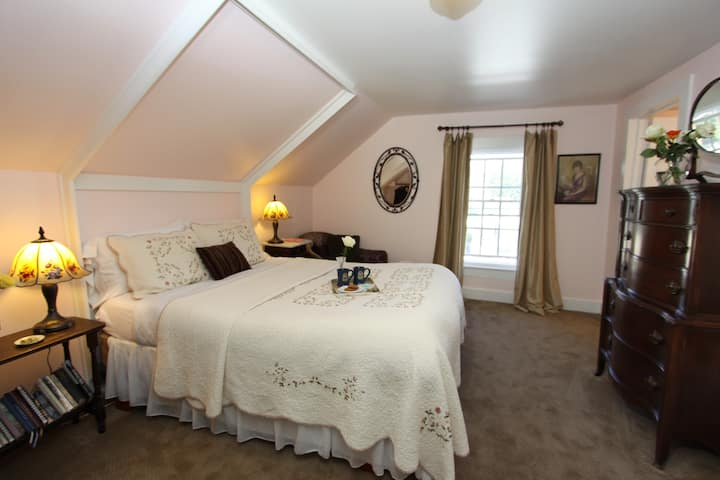 Olallieberry Room + Gourmet Breakfast & Wine Hour