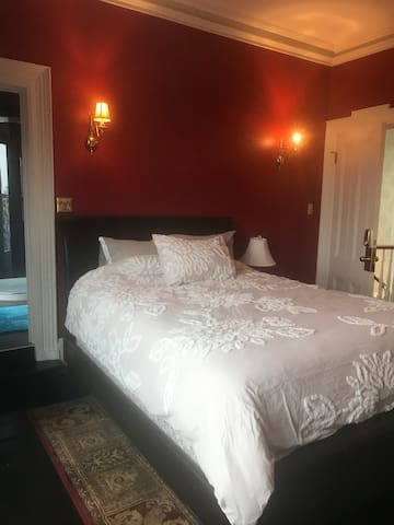 Private suite in downtown heritage home
