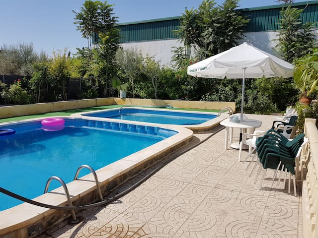Chalet con piscina - Dolores - บังกะโล