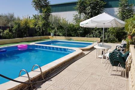 Chalet con piscina - Dolores