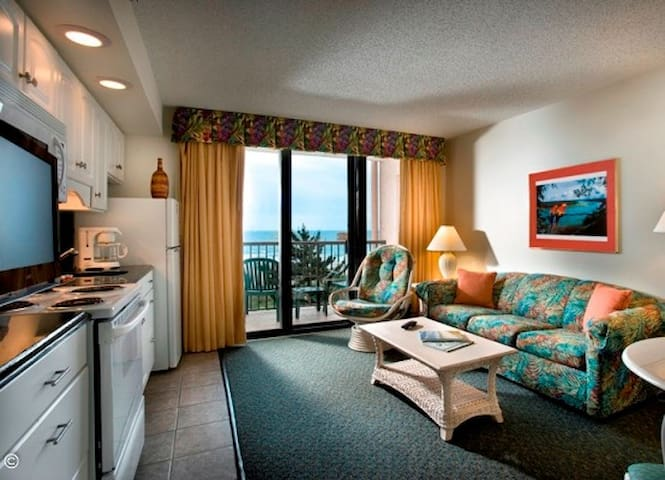 Direct Oceanfront Queen Suite w/ Great View
