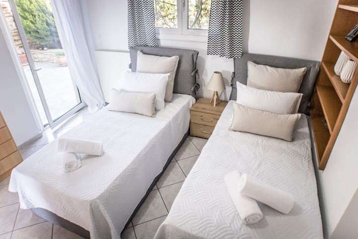 Double bedroom with twin beds!