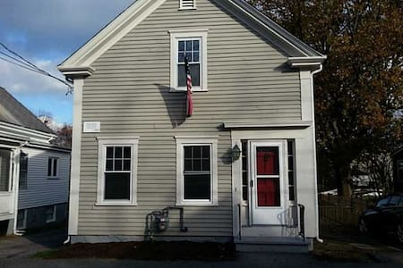 Charming home two blocks from the sea & downtown - Bristol