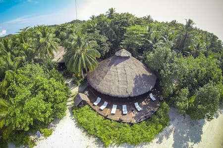 Aloita Resort surfers dorm - Padang
