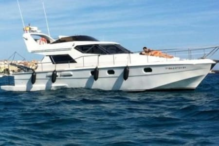 Yacht avec 2 chambres climatisées - Barcelona
