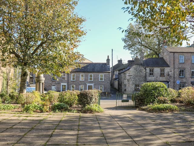 BAY LEAF COTTAGE, family friendly in Kirkby Stephen, Ref 983664