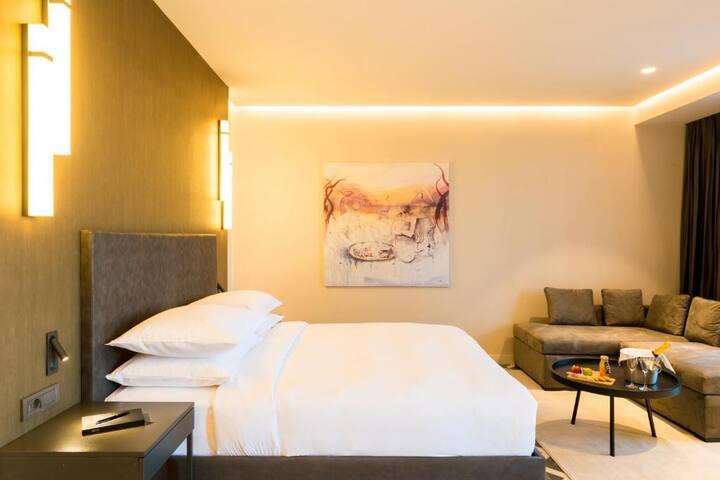 Brightly Suite In Dakar