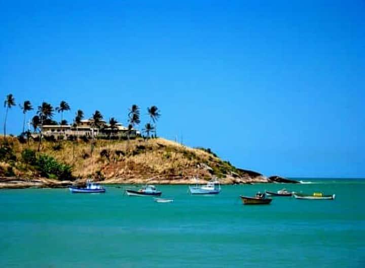 Suíte com varanda gourmet 600 mt. da praia Bacutia