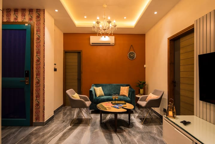 Luxurious 1 room in 2 rooms apartment