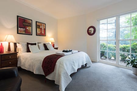 Luxury Room with  lounge, ensuite, tennis and pool - Saint Ives