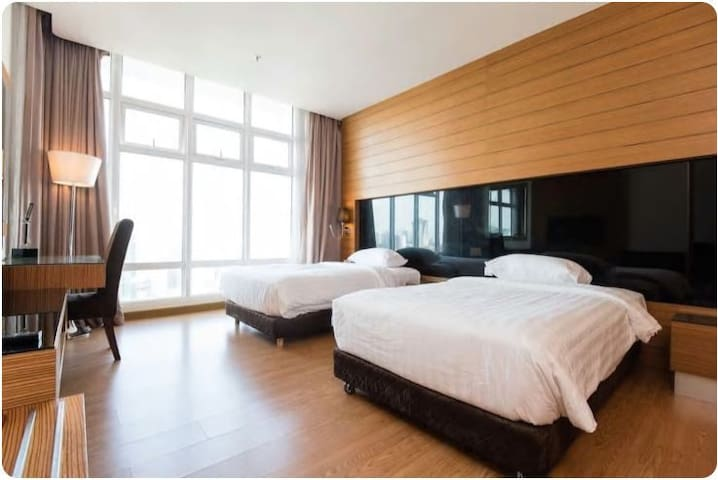 Luxuriously furnished condo@KL sentral