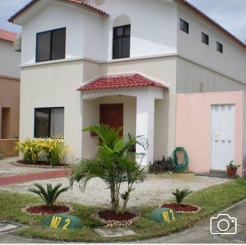 Casa con 2 dormitorios disponibles - Samborondon  - House
