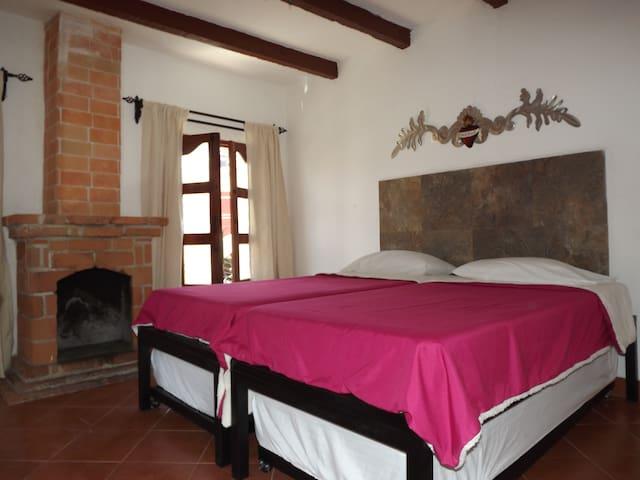 Habitación privada en el CENTRO, 2 camas individua