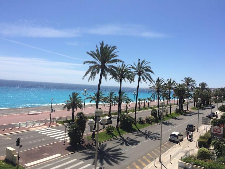 Sur la Promenade, spacieux et  incroyable vue mer
