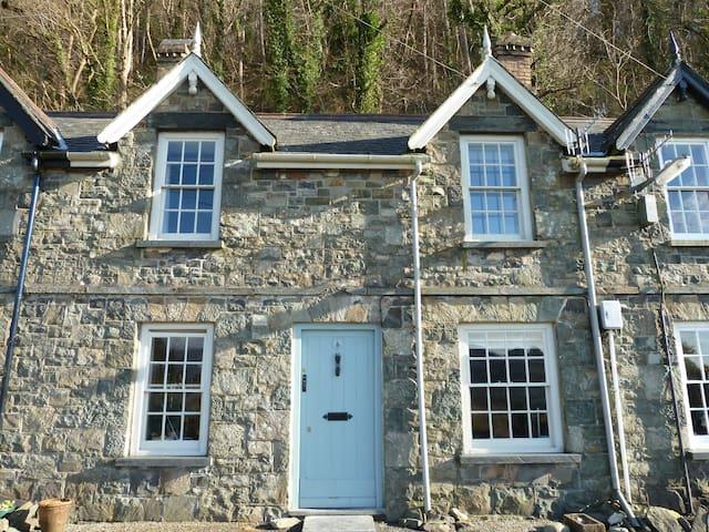 Arthog Terrace, near Barmouth,  Wales - Gwynedd - บ้าน