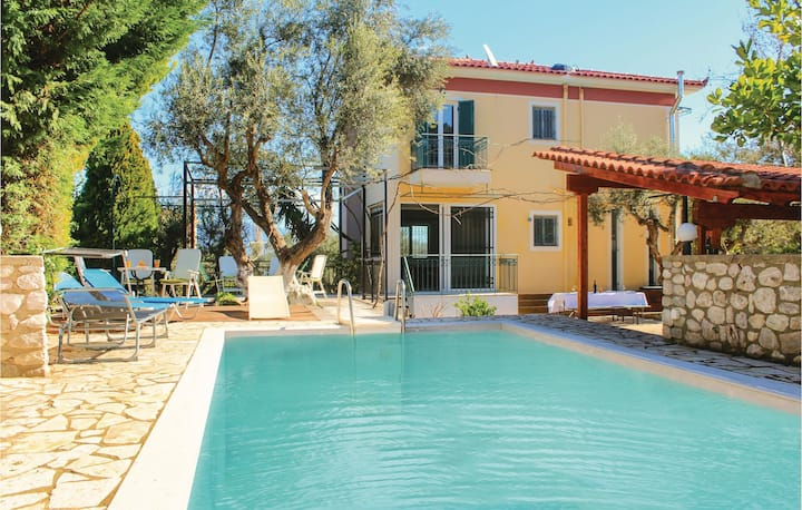 Nice home in Kamares with 4 Bedrooms and WiFi