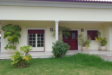 Moradia Frazão, Casa no campo + Garagem