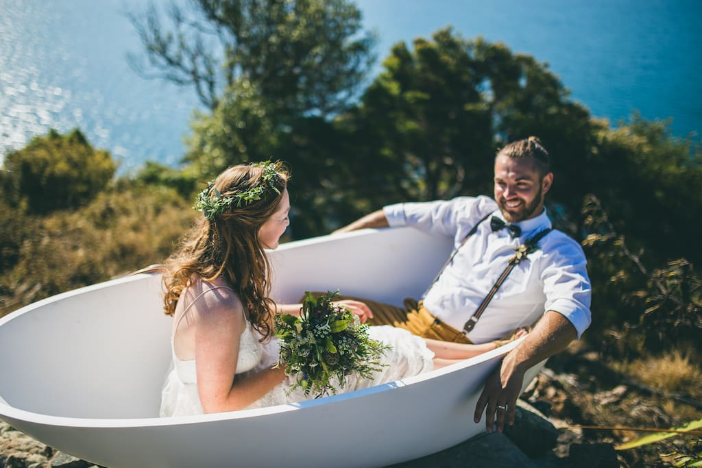 Rocky Point Hut, hot water bath. Ideal for a romantic getaway.