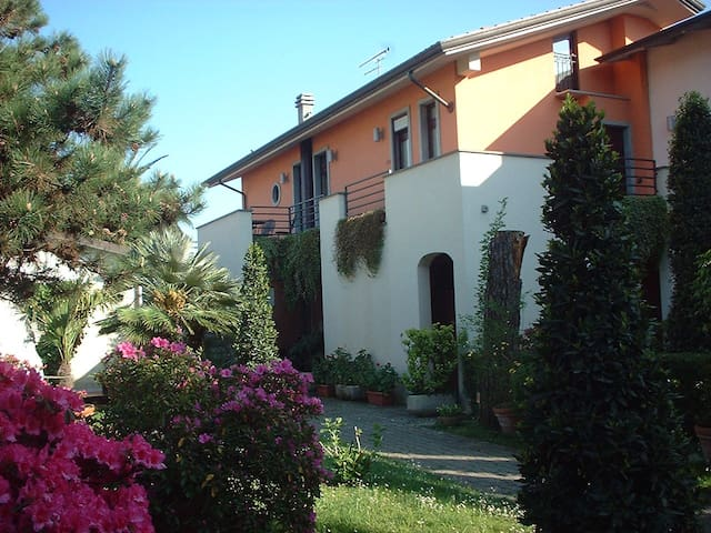 Camera nel verde a km 1,8 dal mare - Carrara - Bed & Breakfast