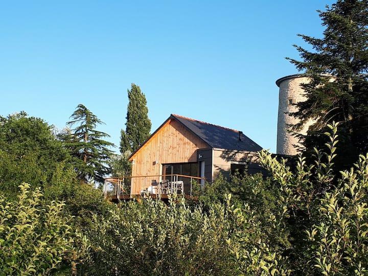 Maison en bois sur pilotis au coeur de la nature