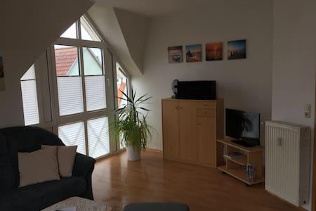 2-Raum Ferienwohnung mit Balkon in Ostseenähe