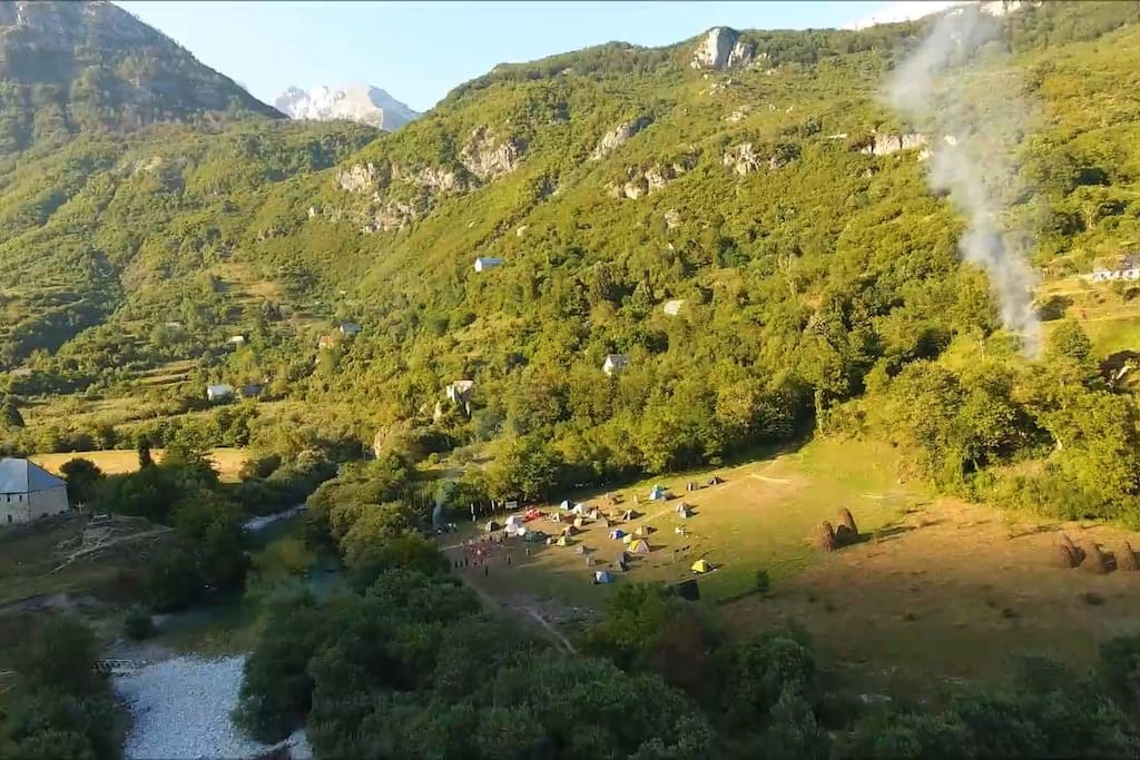 The camping ground is situated on the right bank of the river, where all the trails to the surrounding locations begin.