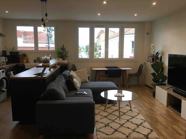 Cozy private room, 4mins from RER A station